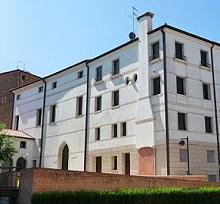 400px-PalazzoBomben1
