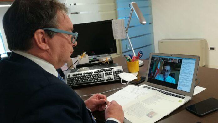 Massimiliano De Martin durante la webinar del C40