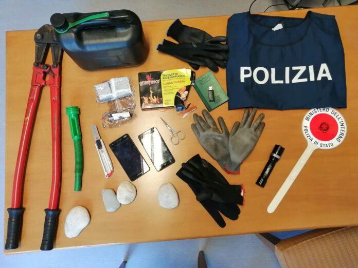 arnesi sequestrati dalla Polizia a Marghera