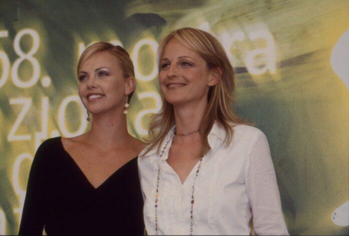 Helen Hunt e Charlize Theron alla Mostra del cinema di Venezia- Foto Asac - 2001