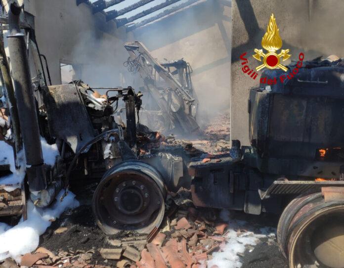 i mezzi agricoli incendiati