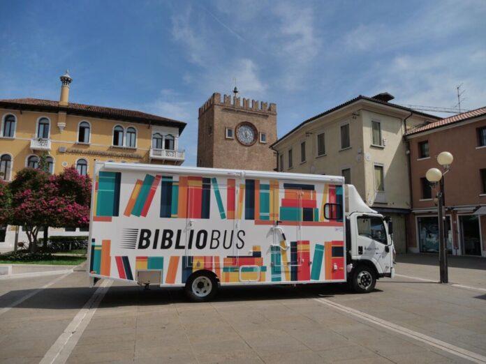 Il Bibliobus in centro a Mestre