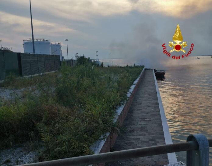Incendio a Chioggia di fianco al deposito di GPL