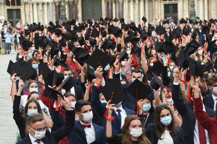 Il giorno della laurea in piazza San Marco©Andrea Pattaro/Vision