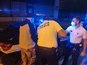 L'arresto della 23enne da parte della Polizia Locale