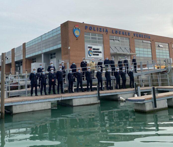 I nuovi Poliziotti davanti la sede della Polizia Locale dell'Isola del Tronchetto a Venezia