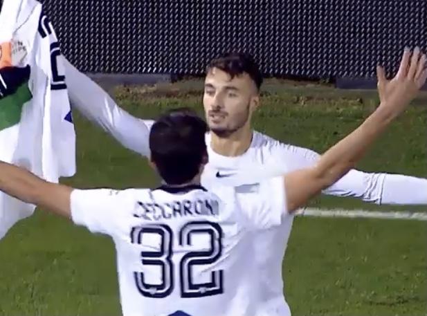 Riccardo Bocalon festeggiato dopo il goal