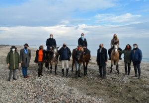 Foto di Gruppo con gli assessori Zuin e Venturini a cavallo