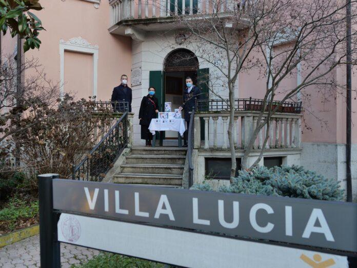 La consegna dei tablet a Villa Lucia