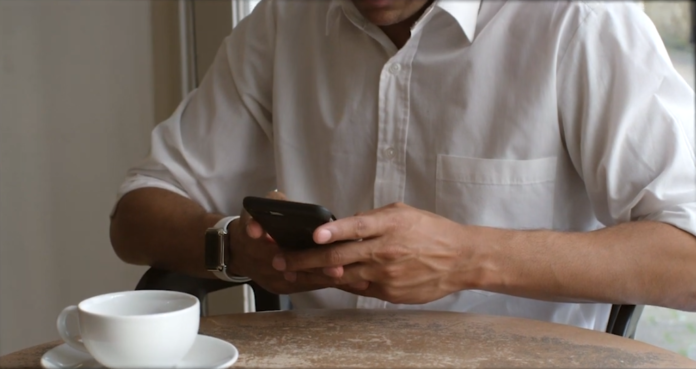 Una scena del video Smile Sharing