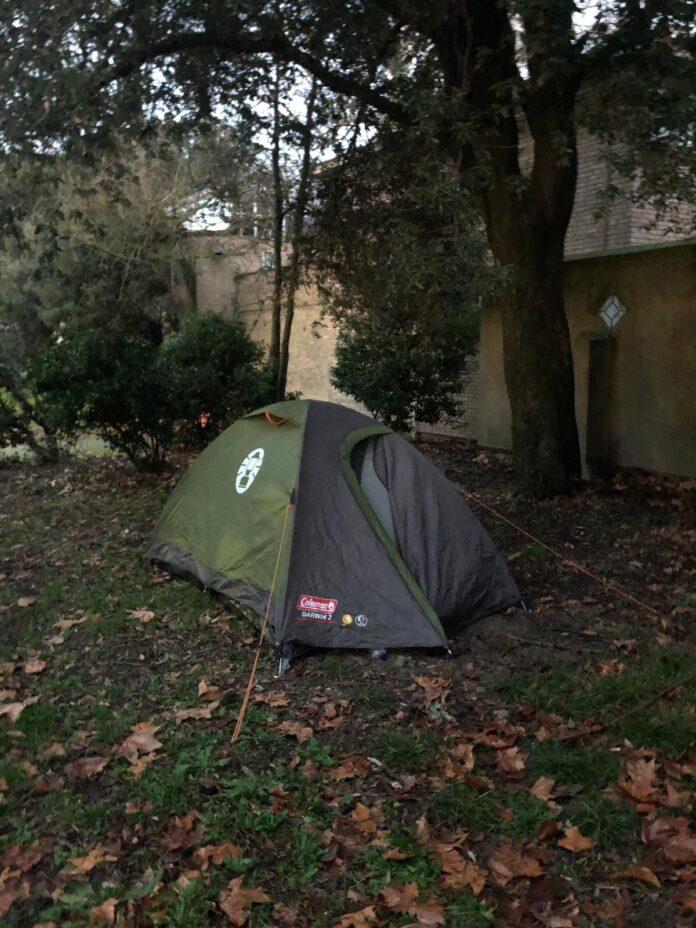 La tenda campeggiata ai Giardini di Castello