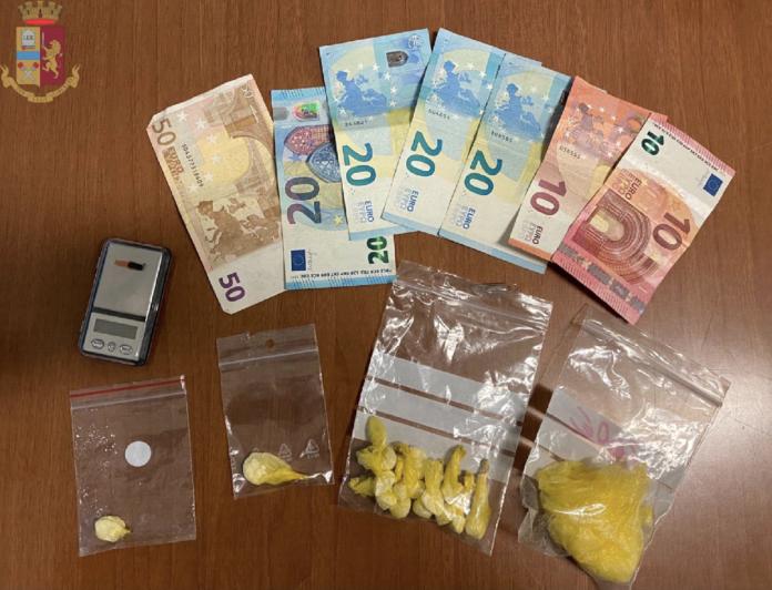 I soldi e la cocaina sequestrati