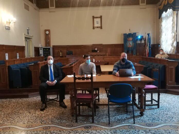 Il Sindaco Andrea Cereser, l'Assessore all'Innovazione Stefano Serafin e l'Area Manager di Maggioli SPA Antonio Cicchiello alla conferenza stampa di lancio dell'iniziativa