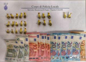 La droga e il denaro sequestrati