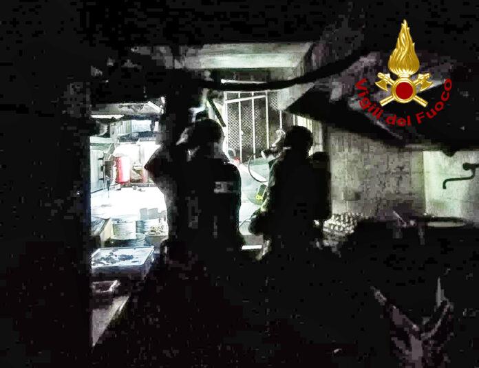 I Vigili del Fuoco in azione all'interno del ristorante a San Marco