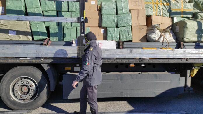 I prodotti pericolosi provenienti dalla Cina sequestrati dalla Guardia di Finanza
