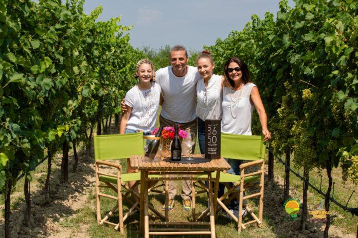 Rocco Endrius e la moglie Pamela Colorio con la loro famiglia