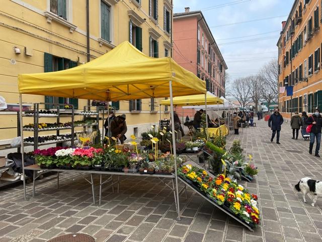 Il mercato agricolo del lunedì a Venezia-Santa Marta