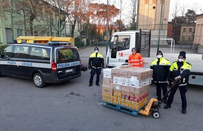 La Polizia Locale di Jesolo consegna le derrate alimentari