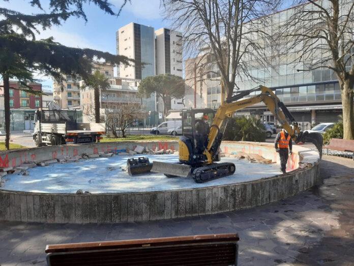 Il restauro della fontana di Piazza Brescia a Jesolo