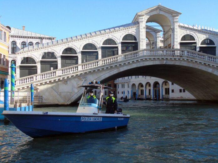 Polizia Locale di Venezia a Rialto