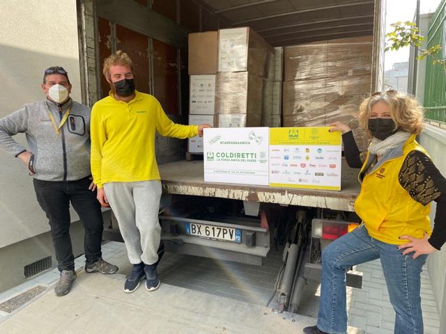 Coldiretti Venezia consegna i pacchi alimentari solidali