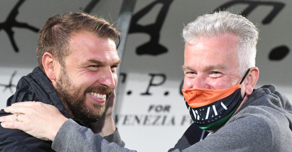 Il Presidente del Venenzia FC Duncan Niederauer festeggia con il tecnico lagunare Paolo Zanetti