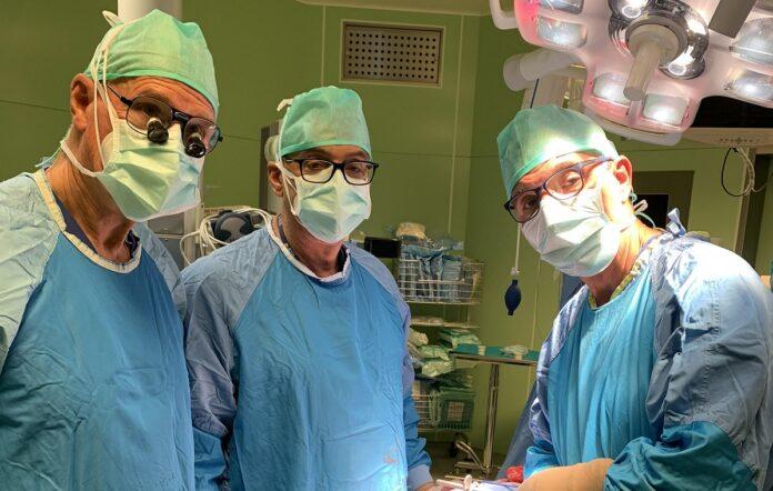 I tre chirurghi in sala operatoria