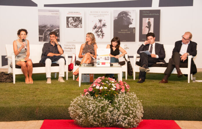 Fotografia d'archivio del tour dei finalisti Premio Campiello a Jesolo