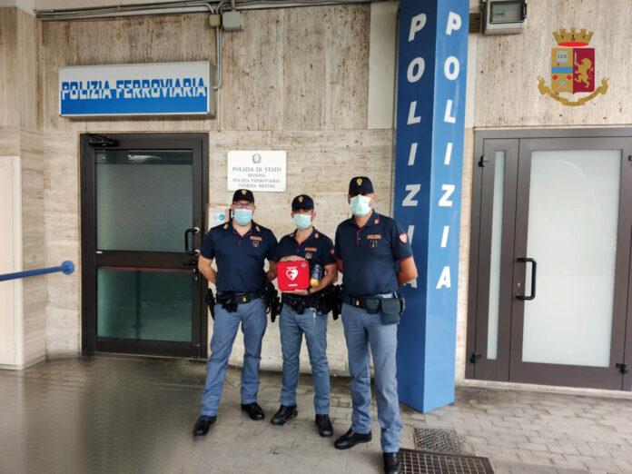 I Poliziotti con il defibrillatore
